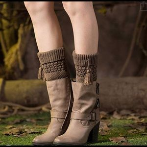 🔥 Pom Pom sweater leg warmers!!